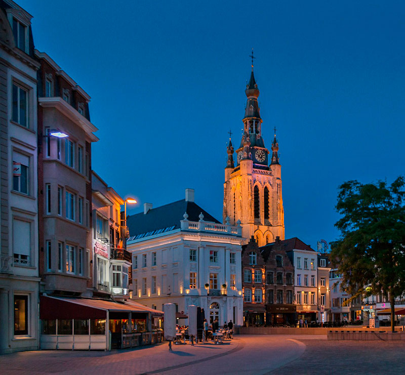Город Кортрейк (Kortrijk) недалеко от Брюгге
